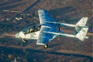 非洲第一款自行设计制造固定翼军用飞机首飞
