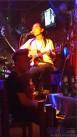 酒吧驻场歌手