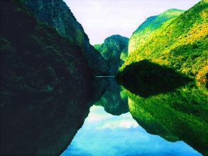 罗平鲁布革峡谷锦上添花
