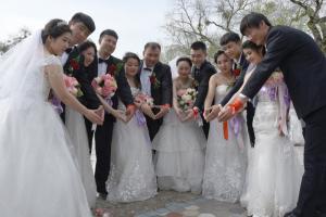 """扎兰屯市第三届集体婚礼圆满礼成36对新人喜结""""连理"""""""